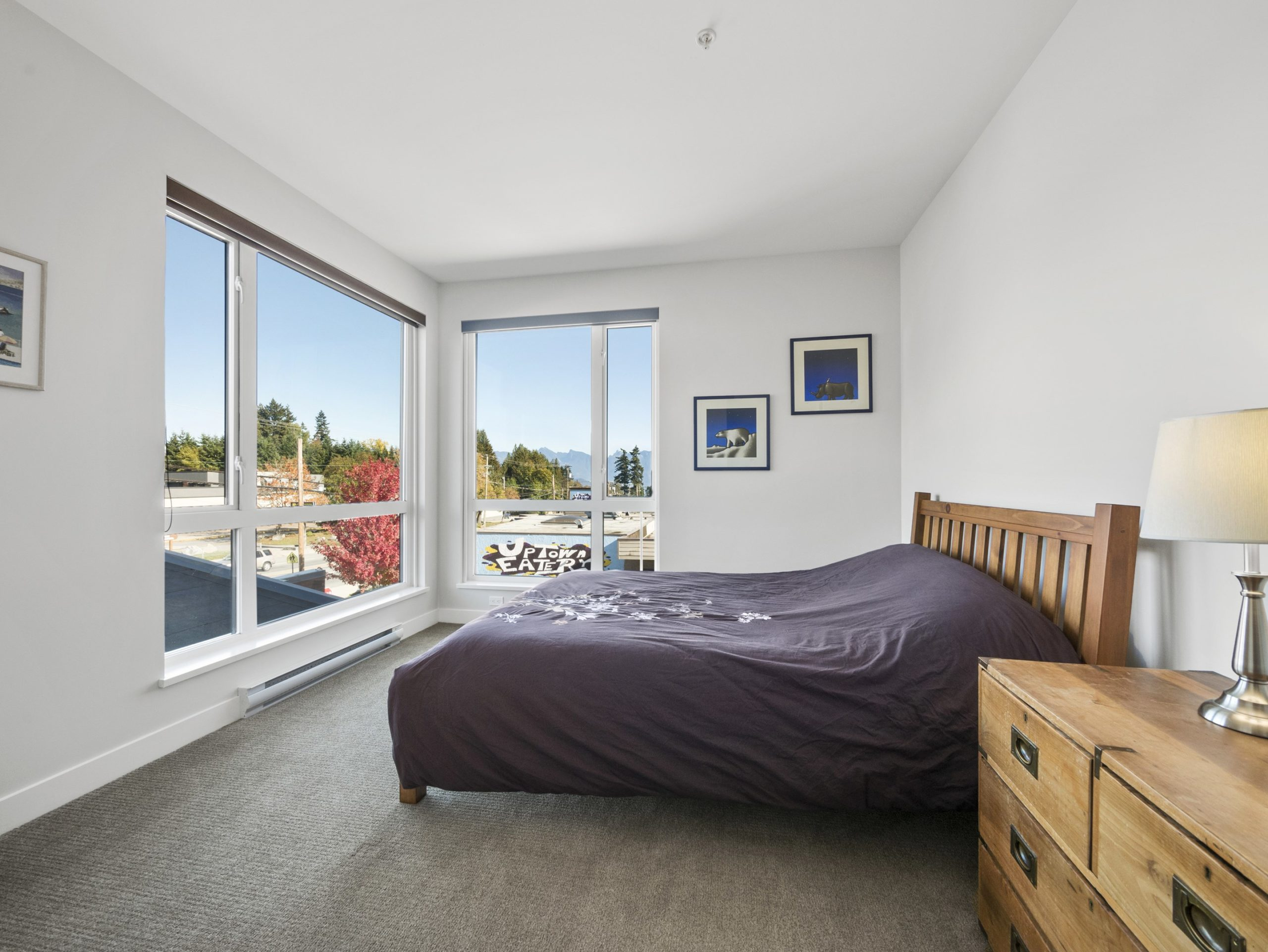 p30 bedroom with North Shore Mountain view_AK